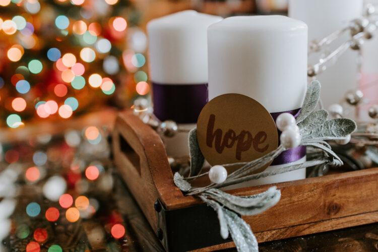 Imagem de duas velas com a descrição Hope