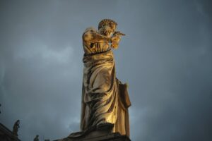 estatua de são pedro no vaticano