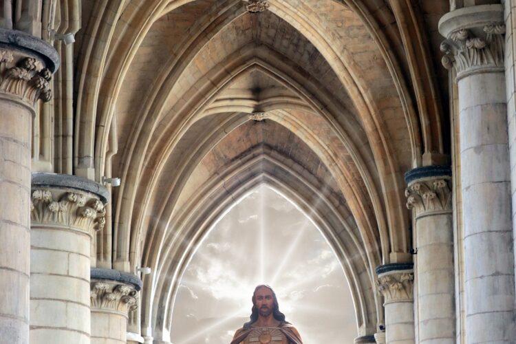 imagem de Jesus dentro de um edifício