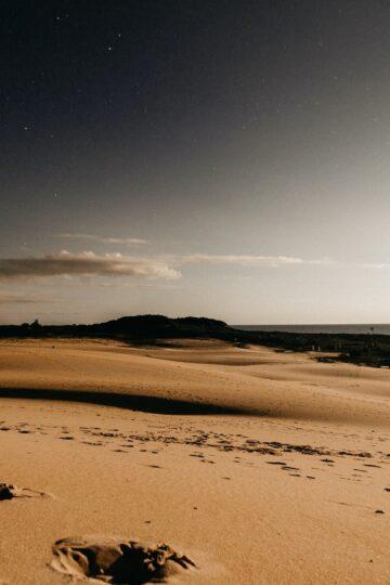 imagem de areia do deserto ao por do sol