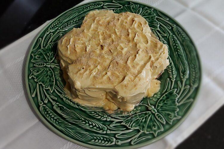 fotografia de um bolo de bolacha
