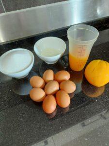 imagem de ingredientes para fazer uma torta de laranja